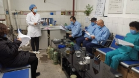 新冠病毒疫情期间院感办对工勤人员进行院感知识培训