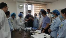 济南市口腔医院特诊科进行半导体激光使用培训