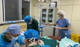 济南市口腔医院麻醉科(手术室)夜灯下在忙碌