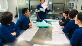 济南市口腔医院消毒供应中心进行牙科手注油的岗位培训