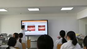 市口腔医院本科生的一堂生动的牙周病学实验课