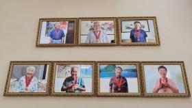 """他们笑的好开心-市口腔医院为""""光荣在党50年""""老党员送上最美照片"""