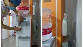 我为群众办实事:市口腔医院饮水机升级小患者家长安心