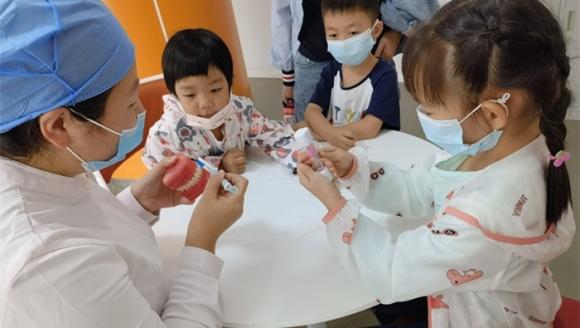 市口腔医院爱牙课堂在儿童口腔2科开讲