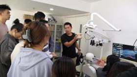 济南市口腔医院举办2018级见习生 头模使用培训